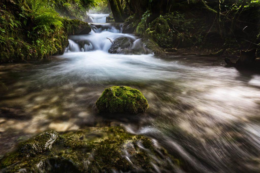 Bad Urach Bachlauf am Weg zum Wasserfall - Monbachtal