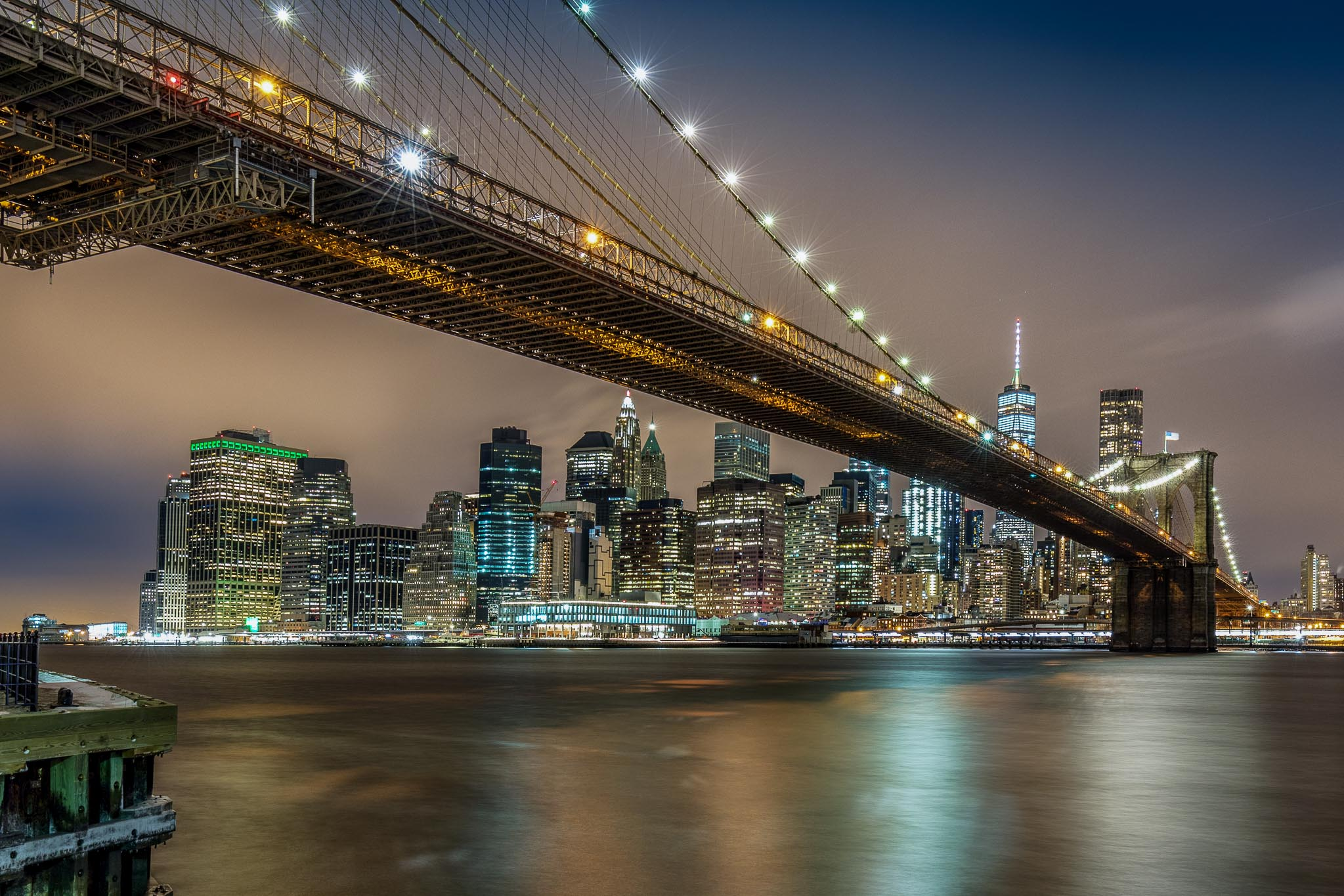 Brooklyn Bridge at Night, fotografiert vom Brooklyn Bridge Park aus, Fotoreise New York
